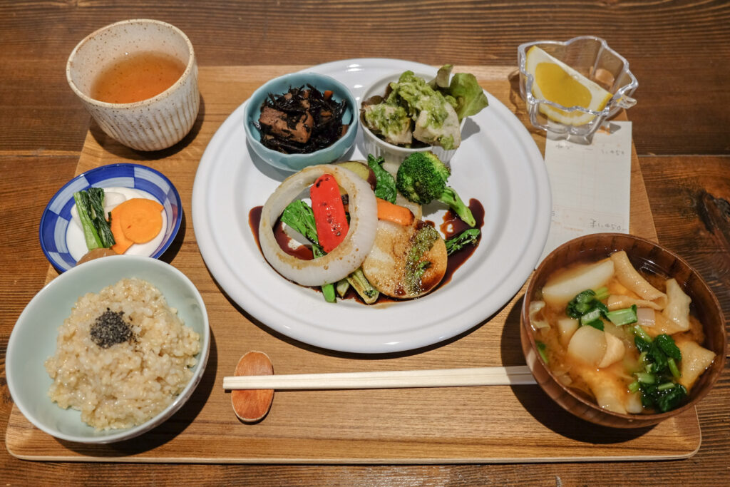 The Nezunoya Set Meal with genmai rice, miso soup, main dish, side dishes, fruit, and tea. Photo by author, Kaori S.